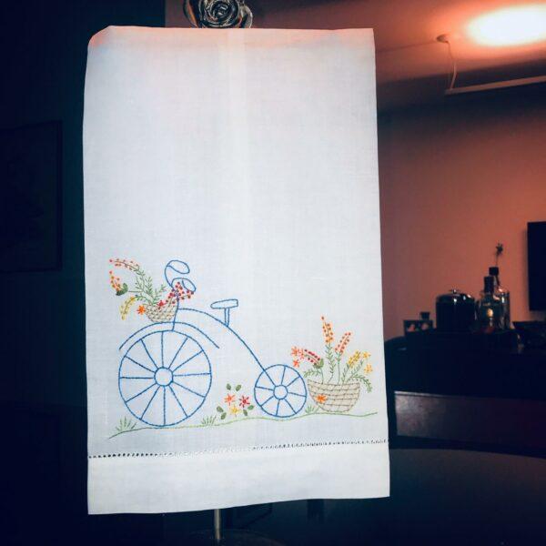 Toalha de Lavabo Bordado á Mão Bicicleta