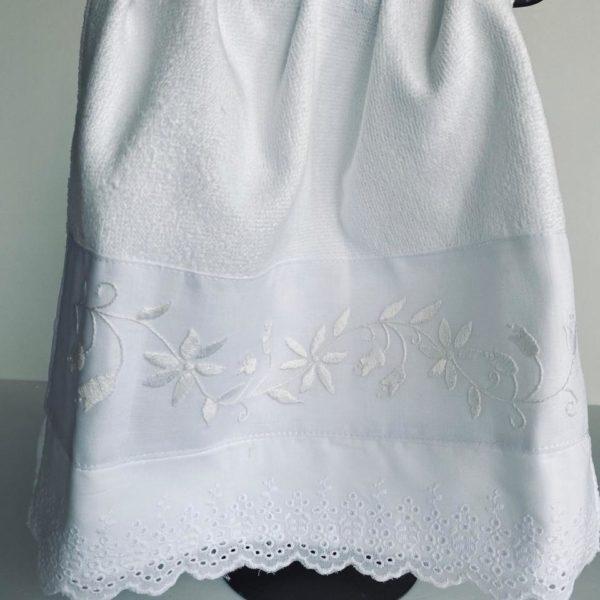 Toalha de Lavabo Barra Bordada Flor Branca