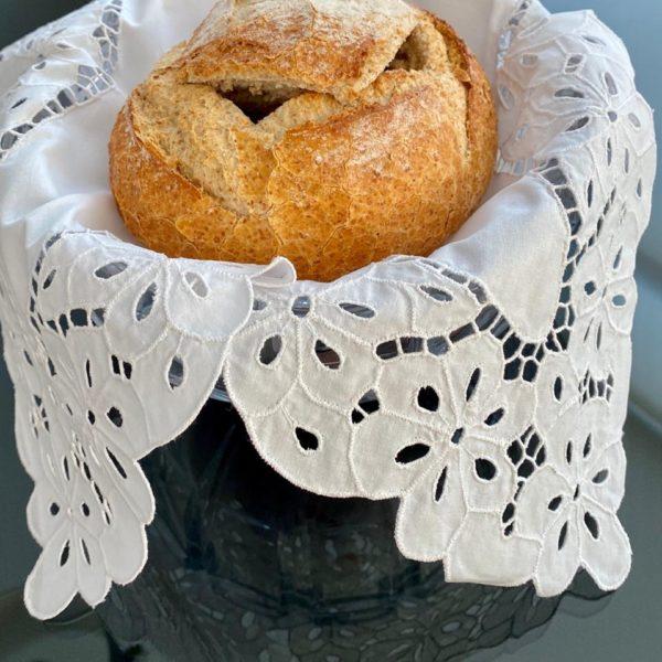 Toalha para cesta de pão – Bordado Richelieu Flor