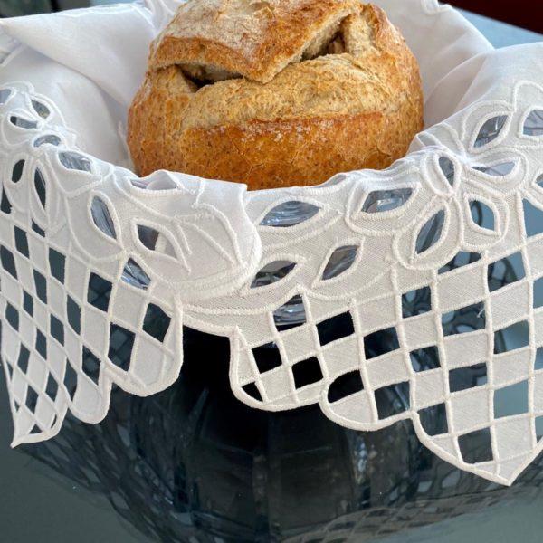 Toalha para cesta de pão – Bordado Richelieu Vazado